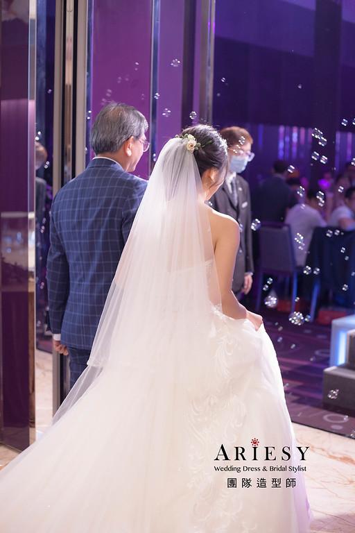 台北新祕,新娘秘書,新娘造型,蓬鬆編髮,白紗造型,進場造型,自然清透妝感,新娘髮型,盤髮造型,推薦新秘