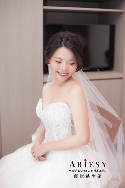 台北新祕,新娘秘書,新娘造型,蓬鬆編髮,白紗造型,迎娶造型,自然清透妝感,新娘髮型,盤髮造型,推薦新秘
