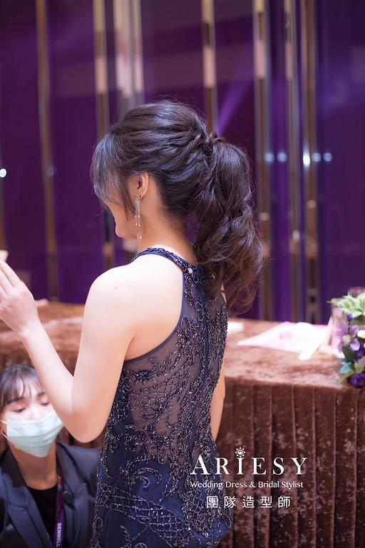 台北新祕,新娘秘書,新娘造型,蓬鬆編髮,新娘髮型,自然清透妝感,馬尾造型,推薦新秘,自然清透妝感,敬酒造型