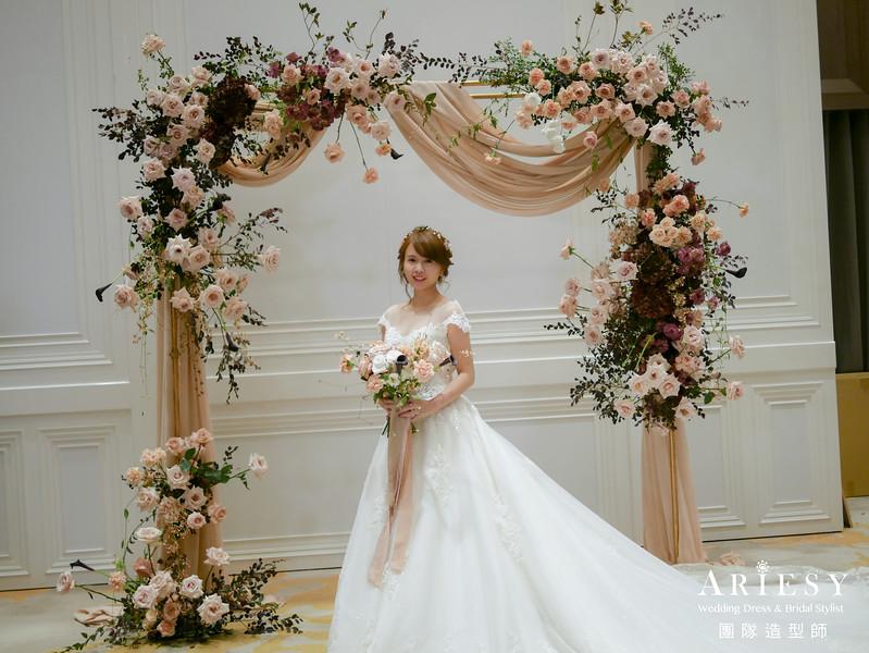 白紗進場髮型,花藝搭配,新娘髮型,新秘花藝,花圈造型