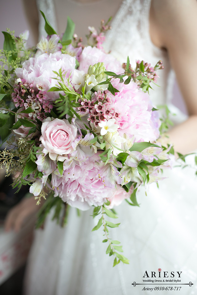 ariesy,台北新秘,新娘秘書造型,粉色捧花,歐美風牡丹捧花,自然輕透妝感
