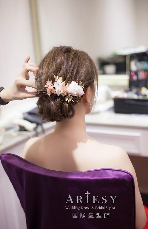 台北新祕,新娘秘書,新娘造型,蓬鬆編髮,新娘髮型,自然清透妝感,乾燥花藝造型,推薦新秘