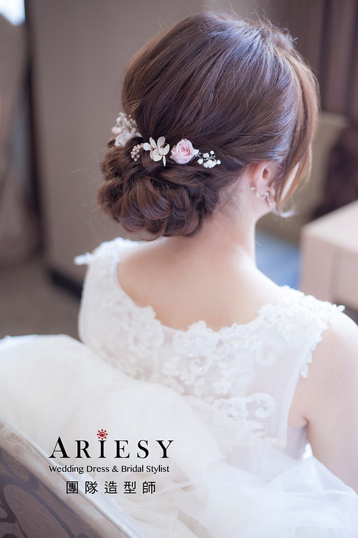 台北新祕,新娘秘書,新娘造型,編髮新祕,白紗造型,自然清透妝感,新娘髮型,編髮造型,推薦新祕