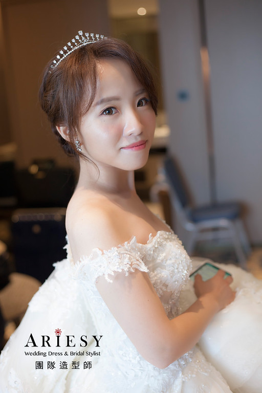 台北新祕,新娘秘書,新娘造型,自然清透妝感,蓬鬆編髮,白紗造型,新娘髮型