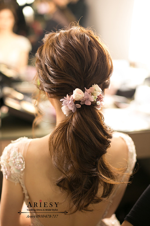 愛瑞思,新秘推薦,台北新娘秘書,類白紗新娘造型,粉色禮服,馬尾造型,鮮花造型