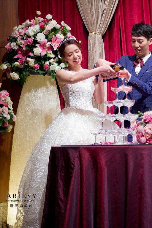 新秘,白紗造型,盤髮造型,新娘韓系妝感,時尚低馬尾造型