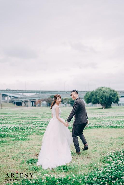 ARIESY手工婚紗,婚攝大嘴,愛瑞思新娘秘書團隊,新莊攝影工作室,草地婚紗,河濱公園婚紗,活潑互動婚紗