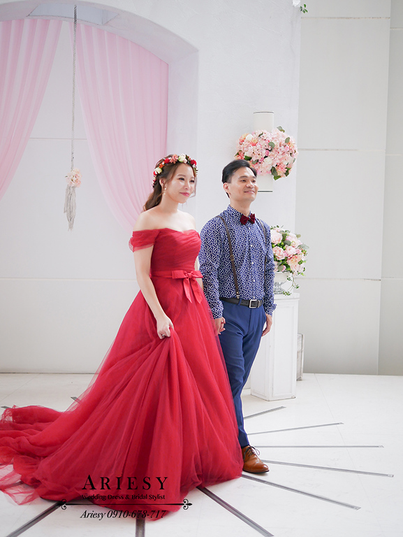 紅色禮服,鮮花新娘秘書,花圈造型,花環造型,新秘,新莊晶宴
