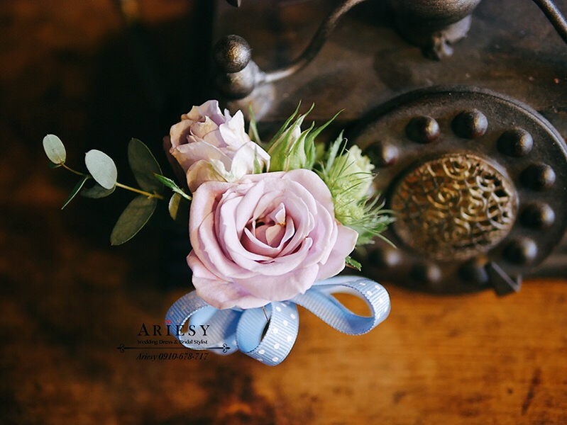 婚禮胸花,粉紫色胸花,可愛緞帶花,新郎胸花,新秘
