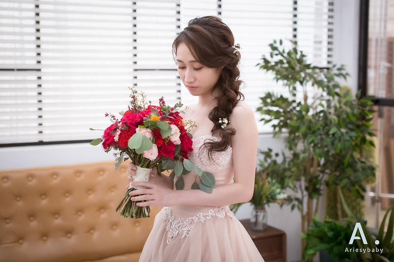 新娘造型,浪漫編髮造型,鮮花花藝飾品,蓬鬆編髮,新娘捧花