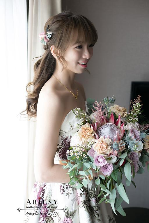 花布新娘禮服造型,莫蘭迪色鮮花新娘造型,新娘捧花,新娘秘書愛瑞思,ARIESY新秘,台北新秘推薦