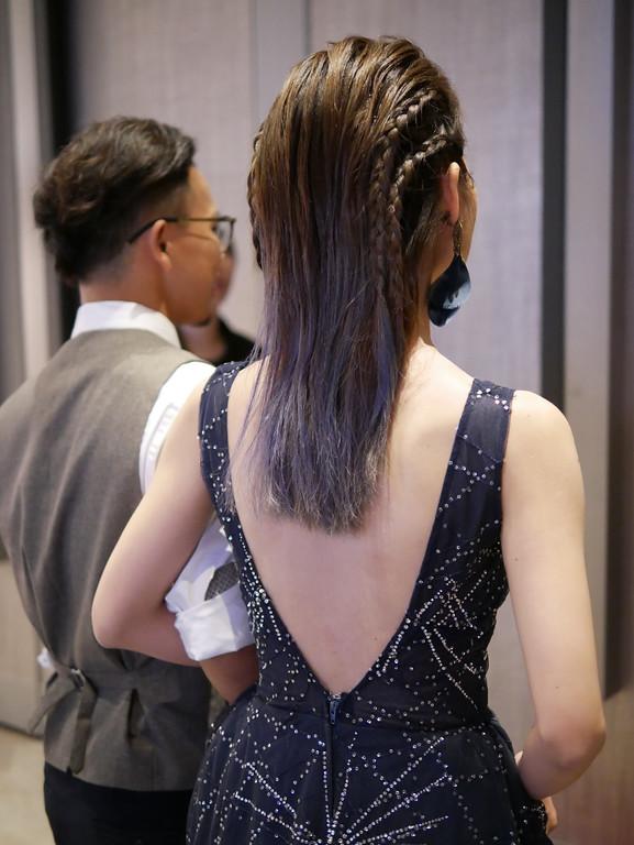 搖滾編髮新娘髮型,深藍色禮服,新娘漸層染髮,新娘氣色紅眼妝,愛瑞思新娘秘書,AREISY