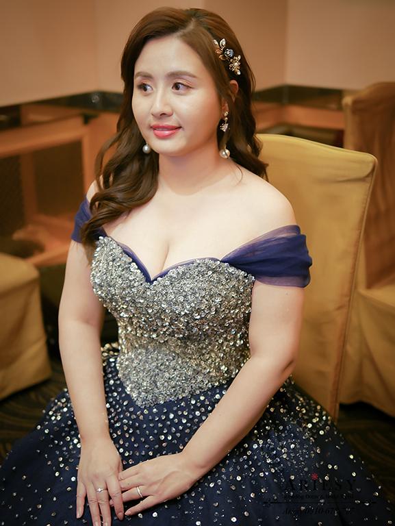 深藍色禮服,卡肩禮服,新娘秘書工作,台北新秘,大波浪髮型