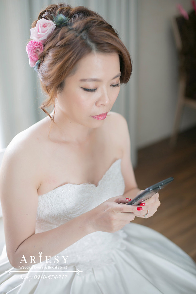 鮮花編髮,歐美風新娘造型,台北新秘,台中新娘秘書,新娘髮型