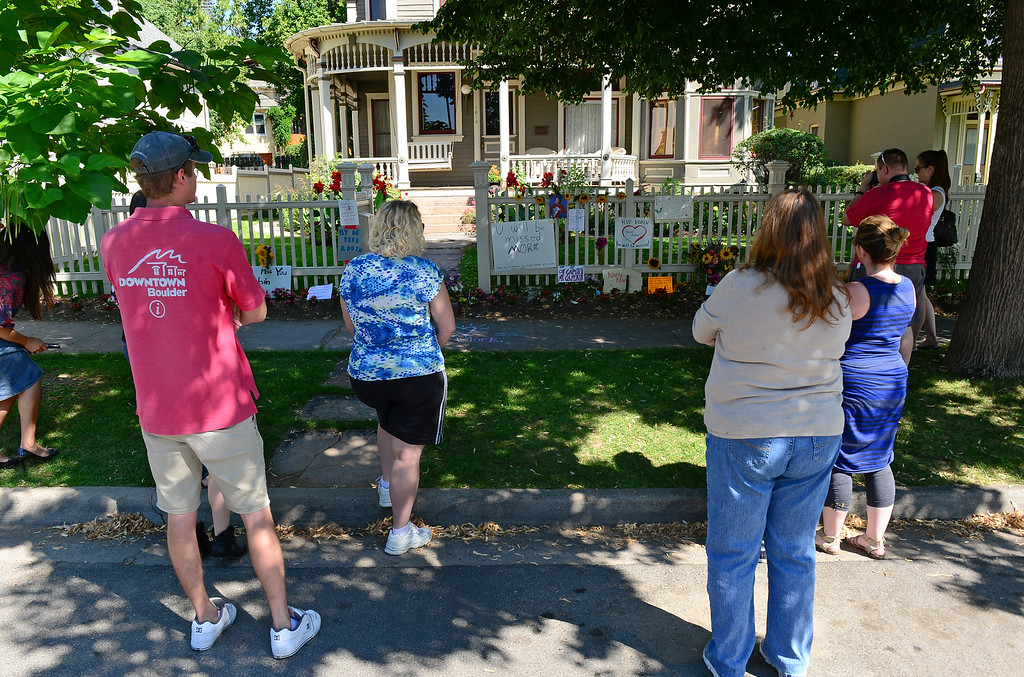 . People stand quietly near the outside of the Mork and Mindy house at 1619 Pine Street in Boulder, CO on August 12, 2014 to pay their respects to Robin Williams who died of an apparent suicide at his home in California.  (Photo By Helen H. Richardson / The Denver Post)