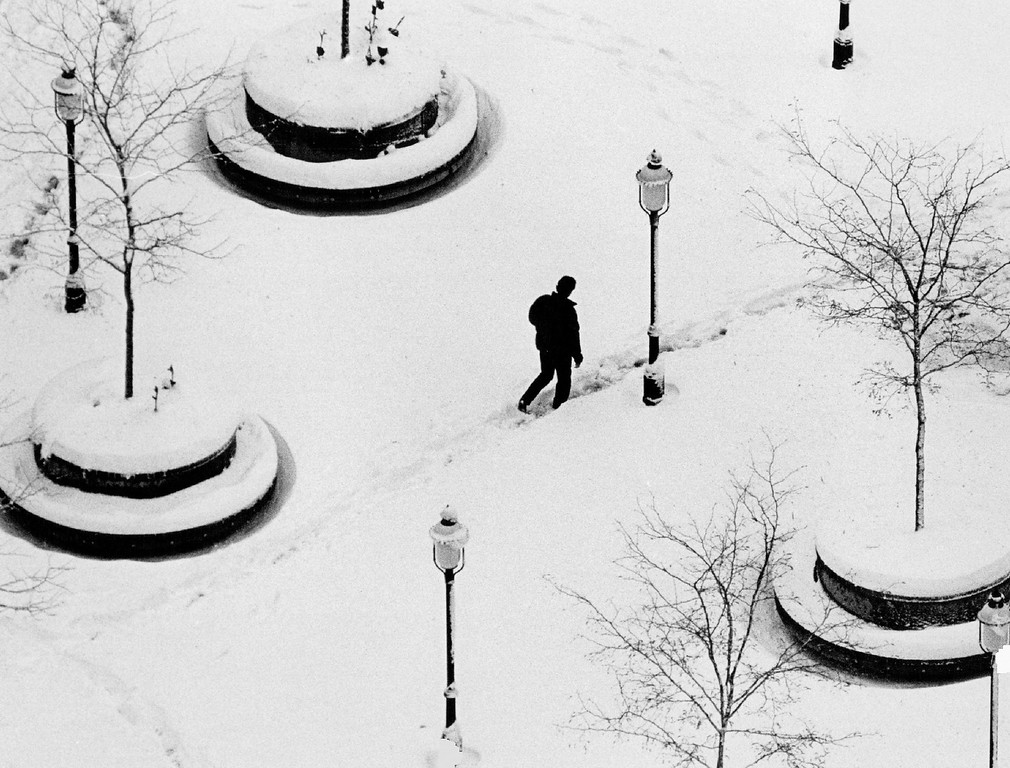 . OCT 16 1984, OCT 17 1984  A petestrian makes his way through the snow in writer square downtown Den.   Credit: The Denver Post