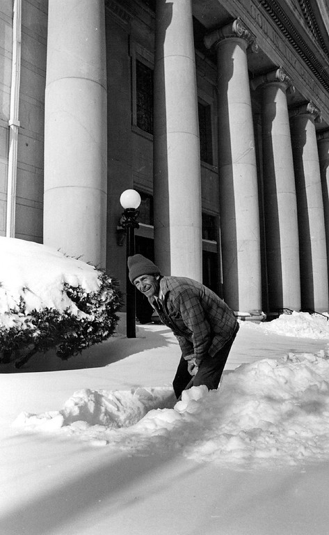 . DEC 25 1982, DEC 26 1982  Jo Turner, spent Christmas morning helping his friends first church, Chrust  Science at 14th and Logan dig out  Credit: The Denver Post