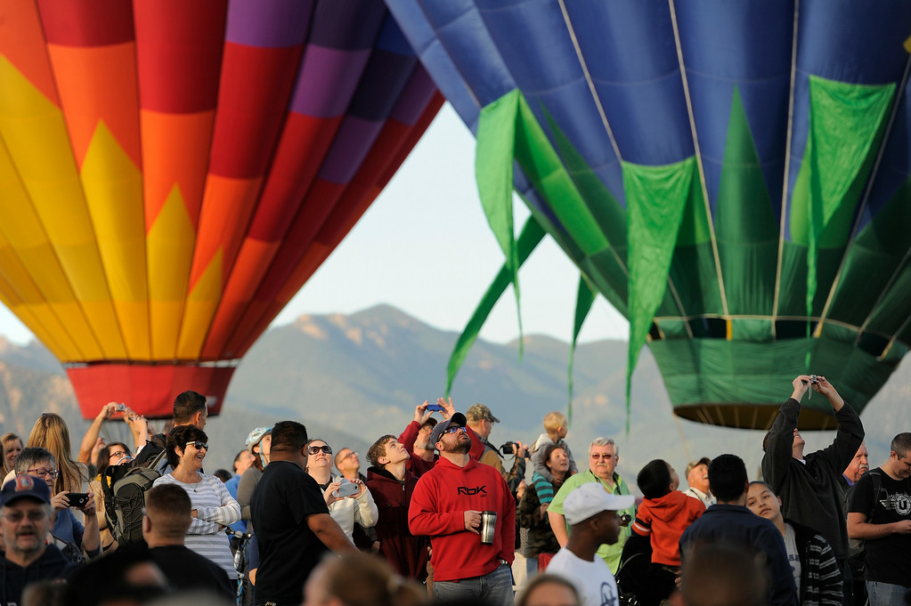 . Hundreds of balloon enthusiasts gather to watch the launch of The 2014 Colorado Balloon Classic at Memorial Park in Colorado Springs, Colorado. (Photo by John Leyba/The Denver Post)