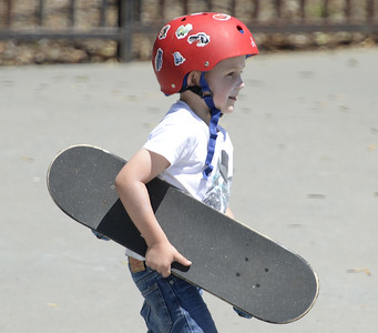 VAC-L-Little Skater Dude-0426-002