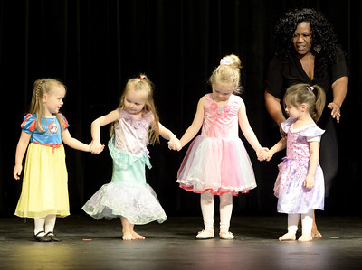 VAC-L-Princess Diva Dance Recital-0430-008