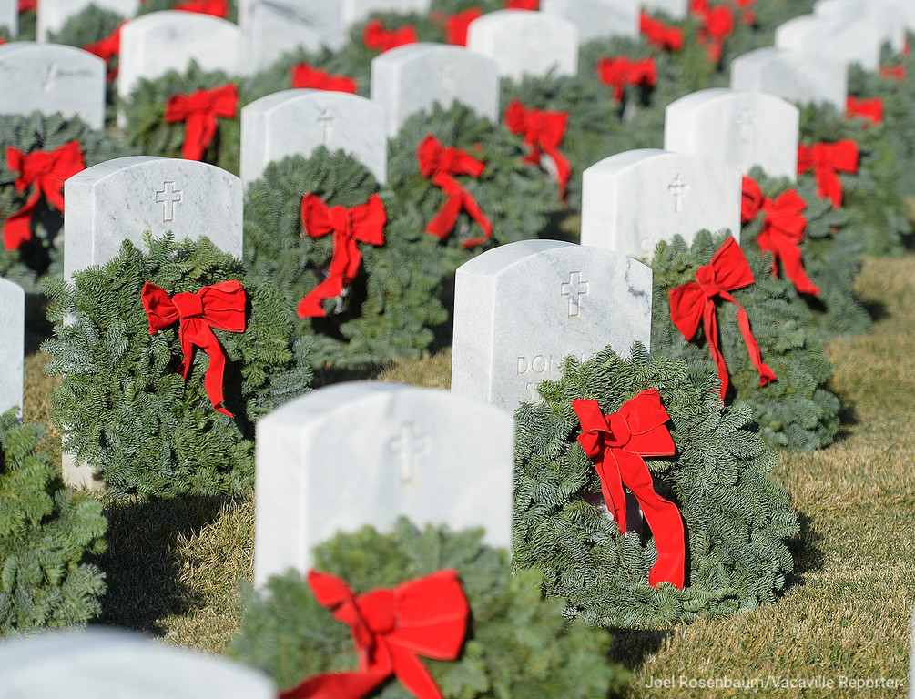. Several thousand people who came to the Sacramento Valley National Cemetery, Saturday to place 20,000 wreaths on headstones during the annual wreath laying event that started at Arlington National Cemetery over twenty years ago and has spread to veterans� cemeteries and other locations in all 50 states.