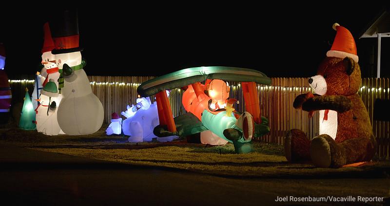 VAC-L-Christmas Displays-1222-007