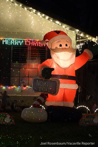 VAC-L-Christmas Displays-1222-014
