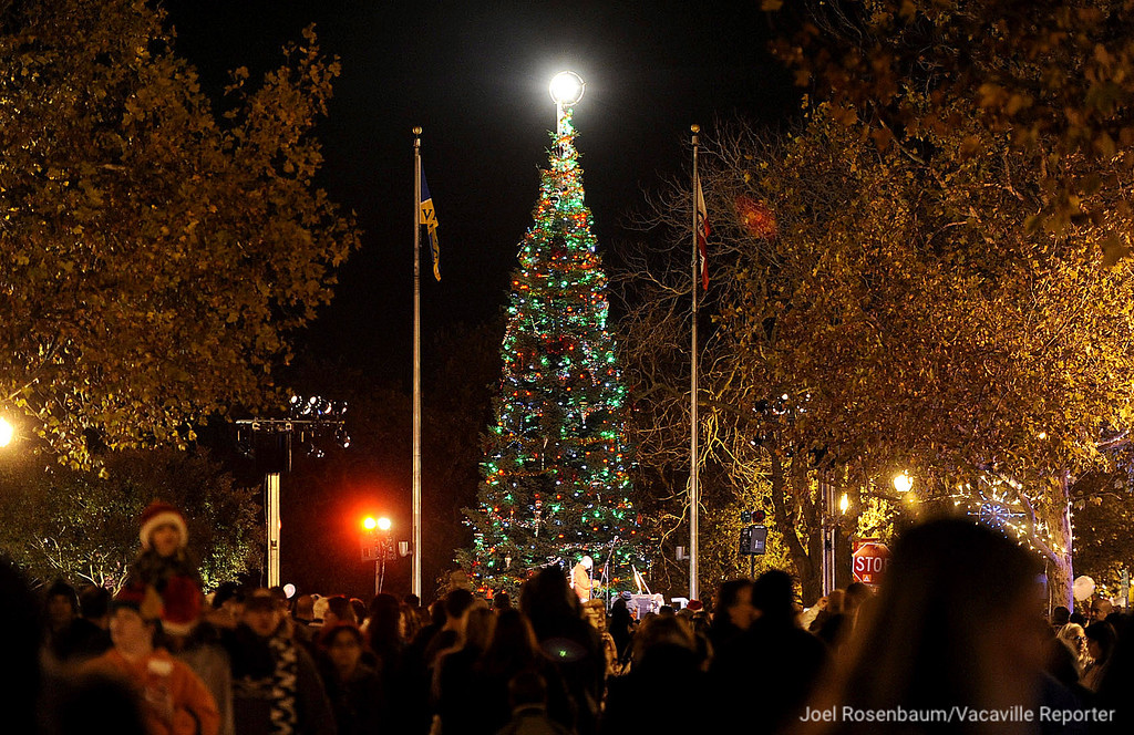 . Crowds mill about on Main St. in downtown Vacaville as the lights on the Vacaville Christmas Tree glow during the 28th annual Merriment on Main celebration on Tuesday, November 30, 2010. Joel Rosenbaum/jrosenbaum@thereporter.com