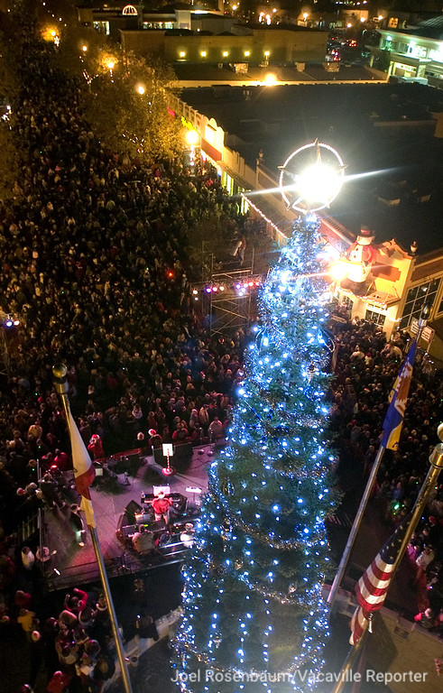 . Crowds fill Main Street as the lights on the Vacaville Christmas Tree are a glow during the 25th annual Merriment on Main celebration. Joel Rosenbaum/The Reporter, Vacaville