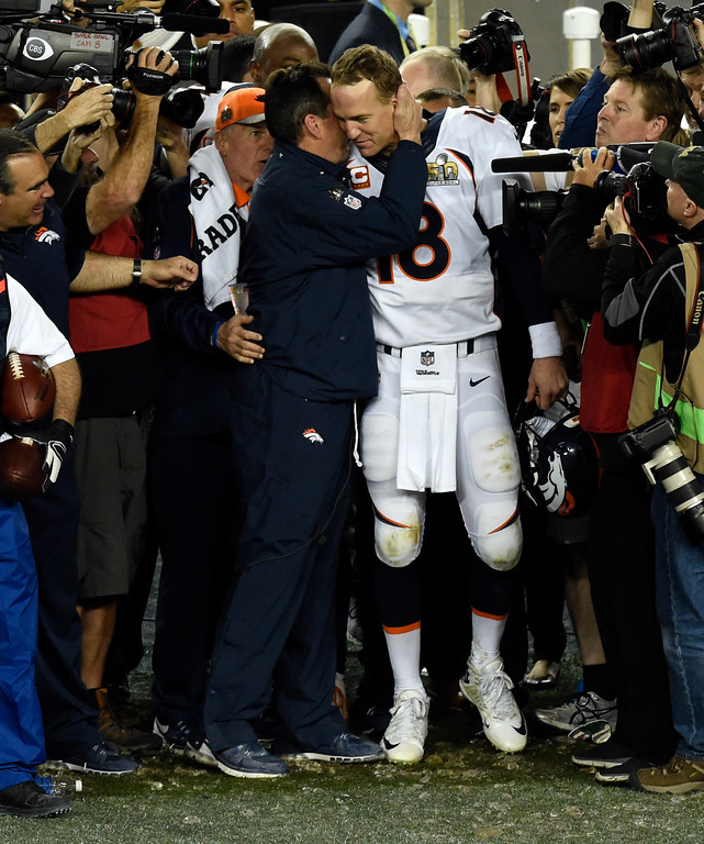 . SANTA CLARA, CA - FEBRUARY 7: Head coach Gary Kubiak of the Denver Broncos converses with Peyton Manning (18) of the Denver Broncos just prior to the end of the game.  The Broncos defeated the Panthers 24 to 10 in Super Bowl 50.  The Denver Broncos played the Carolina Panthers in Super Bowl 50 at Levi\'s Stadium in Santa Clara, Calif. on February 7, 2016. (Photo by John Leyba/The Denver Post)