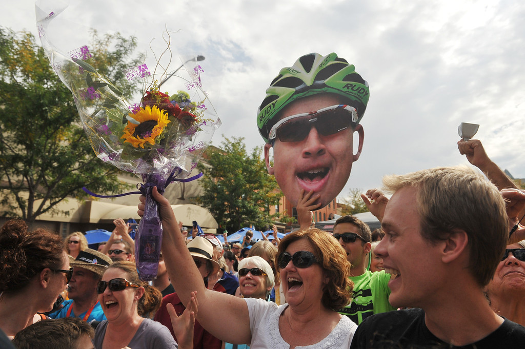 . A fan received the flowers tossed by Peter Sagan of Cannondale Pro Cycling Team after his win of the 115.2 mile 6th stage from Loveland to Fort Collins, Colorado. August 24, 2013. (Photo by Hyoung Chang/The Denver Post)