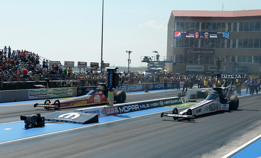 . Doug Kalitta in let lane takes on Aron Brown during the first round of Top Fuel competition at the MOPAR Mile High Nationals July 20, 2014 at Bandimere Speedway. (Photo by John Leyba/The Denver Post)