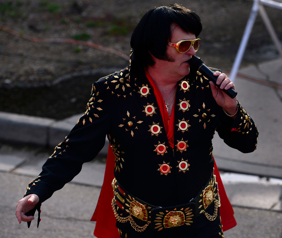 """. \""""Elvis\"""" serenades the runners as they pass by just after the start of the A Wave race. The 36th BolderBoulder takes place on the streets of Boulder, CO on Memorial Day, May 26, 2014. The 10K event brings winds through the streets of Boulder and finishes at Folsom Field on the University of Colorado campus. (Kathryn Scott Osler, The Denver Post)"""