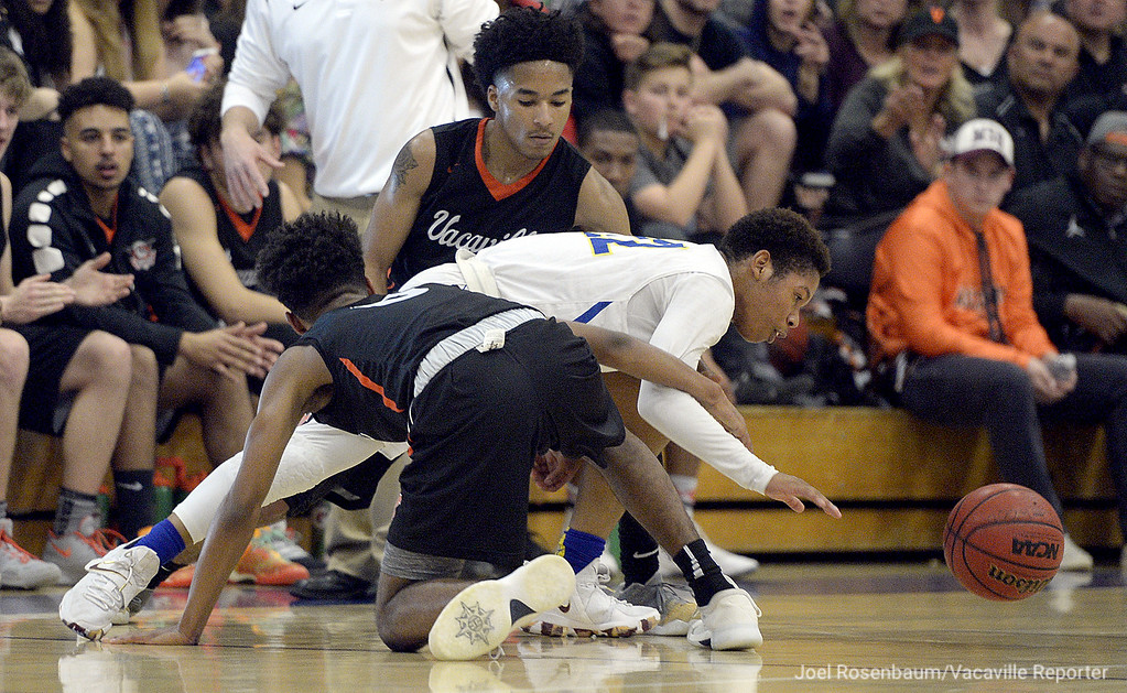 . Wood\'s Jeremiah Jones looses control of the ball as he gets tied up with Vaca\'s Jordan Adams (front) and Johnathan Tubbs during the second quarter of the Wildcats\' 59-57 loss to the rival Bulldogs.