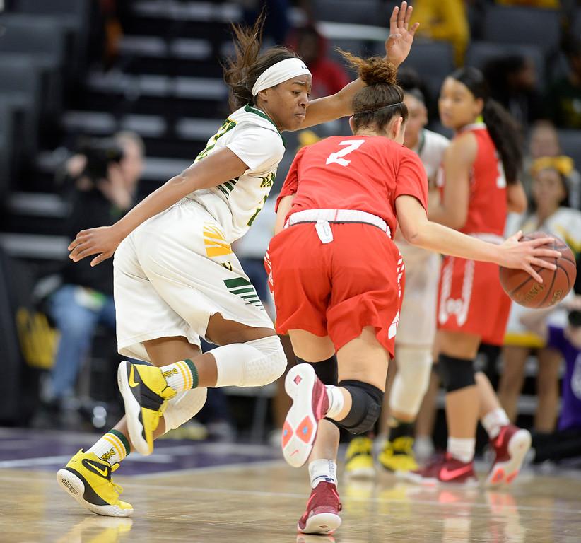 . Vanden\'s Julia Blackshell-Fair pressures Mater Dei High\'s Jayda Adams during the first quarter. Joel Rosenbaum -- The Reporter