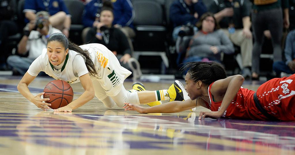 . Vanden High�s Jenessa Herrera scrambles on the floor to control a  loose ball away from Mater Dei�s Cyndi Lewis during the third quarter. Joel Rosenbaum -- The Reporter