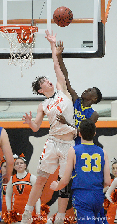 . Vaca High\'s Zack Perlstein and Wood\'s Jeremiah Jones fight for rebound during the fourth quarter.