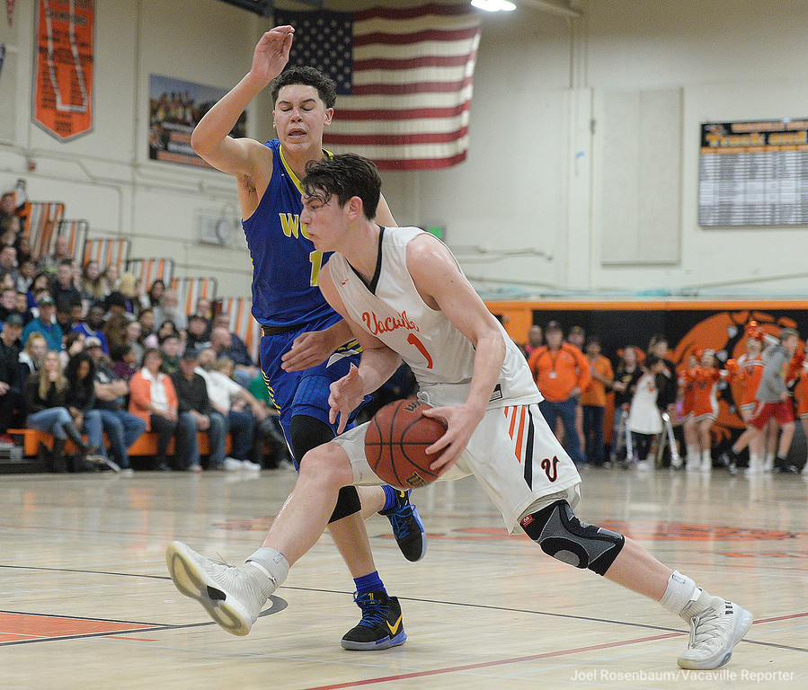 . Vacaville High\'s Zack Perlstein drives around Wood\'s Jay Nagle towards the basket during the third quarter.