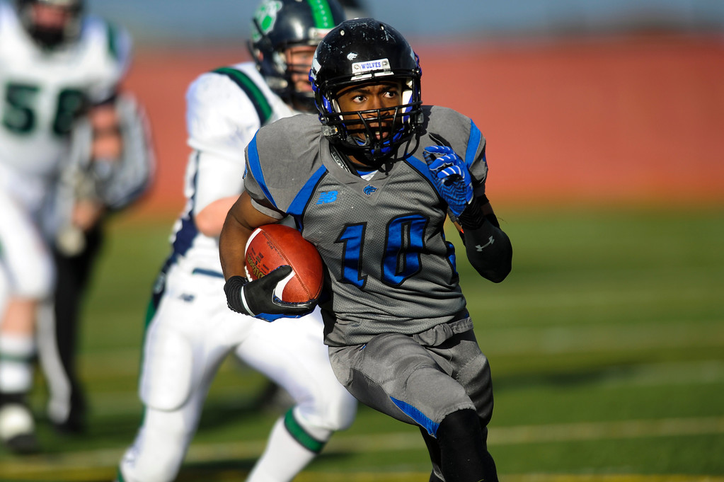 . AURORA CO: Nov. 16, 2013  Grandview\'s Frank Solomon carries the ball down field during his team\'s game against ThunderRidge on Saturday, Nov. 16, 2013 at Legacy Stadium in Aurora, CO. Thunder Ridge won 13 - 9.   (Photo By Erin Hull/The Denver Post)