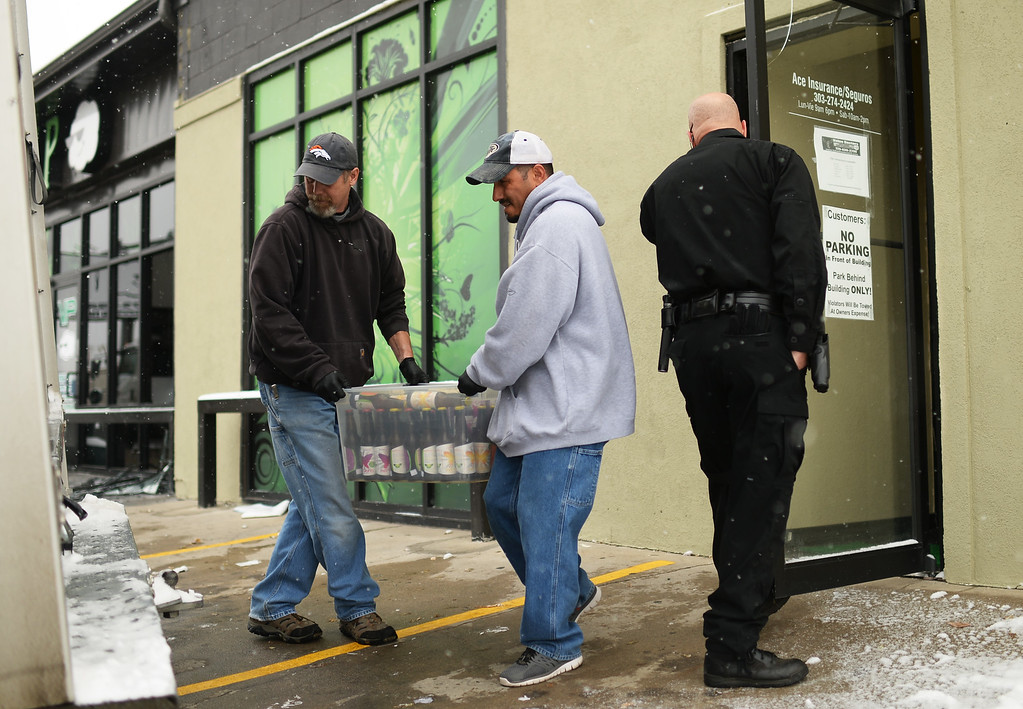 . Officers are investigating VIP Cannabis at 2949 West Alameda Avenue in Denver, Colorado November 21, 2013. Federal authorities were executing search warrants and seizure warrants at multiple Denver-area medical marijuana facilities, according to the U.S. Department of Justice. (Photo by Hyoung Chang/The Denver Post)