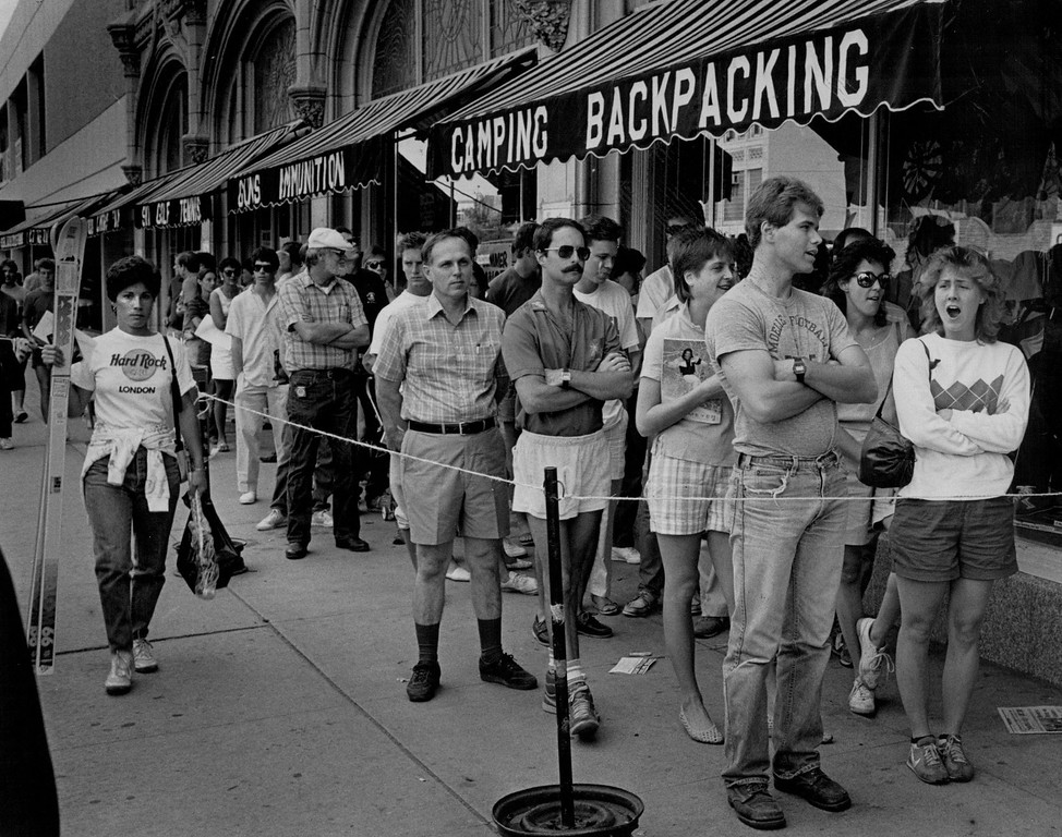 . Crowds of people waited outside Gart Bros. Sports Castle in 1986. Credit: The Denver Post