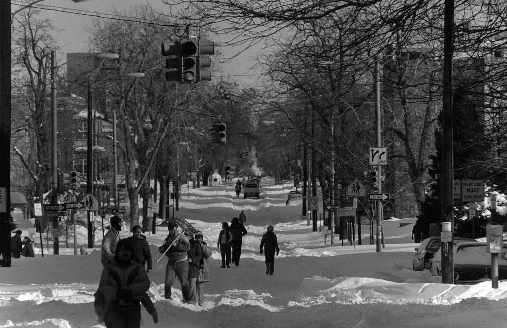 . People venture out after the Blizzard Of \'82. Denver Post Library Archive