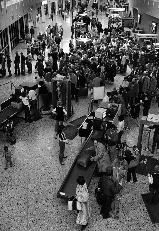 . Long lines at the airport during the Blizzard of \'82. Denver Post Library Archive
