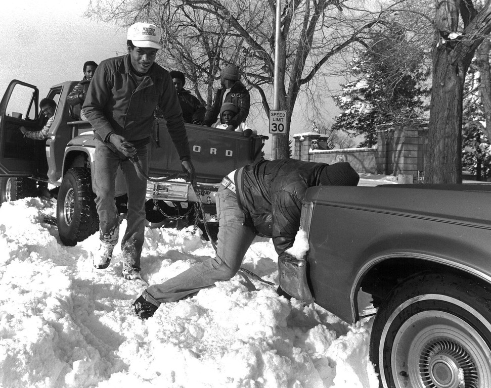 . People lending a hand to a stuck driver after the Blizzard of \'82. Denver Post Library Archive