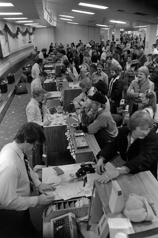 . Long lines at the airport during Blizzard of \'82. Denver Post Library Archive