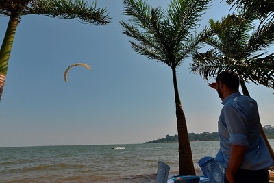 Francois admiring what must be the only kitesufer in Uganda. 3700ft lake Victoria