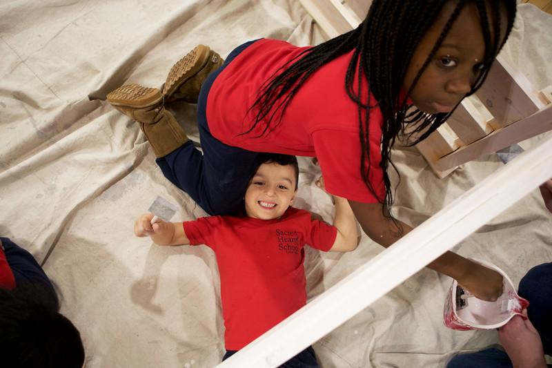 KidsMakingBedsSacredHeart1027-Falcigno-06