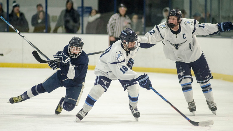 Peabody vs. Lynnfield boys hockey03