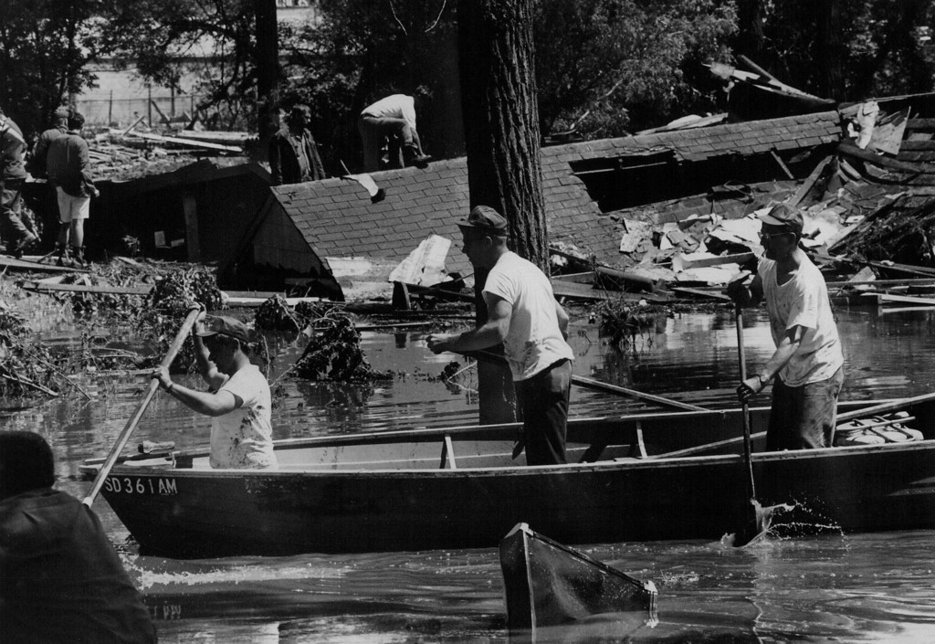 . JUN 12 1972  Searches look for bodies along rapid city\'s Omaha Street Civil defense officials estimated missing at 500 , and said it was impossible to estimate number of injured in flood.  (David Cupp/ The Denver Post)