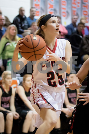 Sam Buckner for Shaw Media.<br /> Jade Milostan drives to the basket on Friday January 6, 2017.